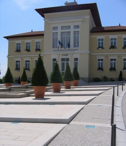Mairie Ecully France Villebois Limestone