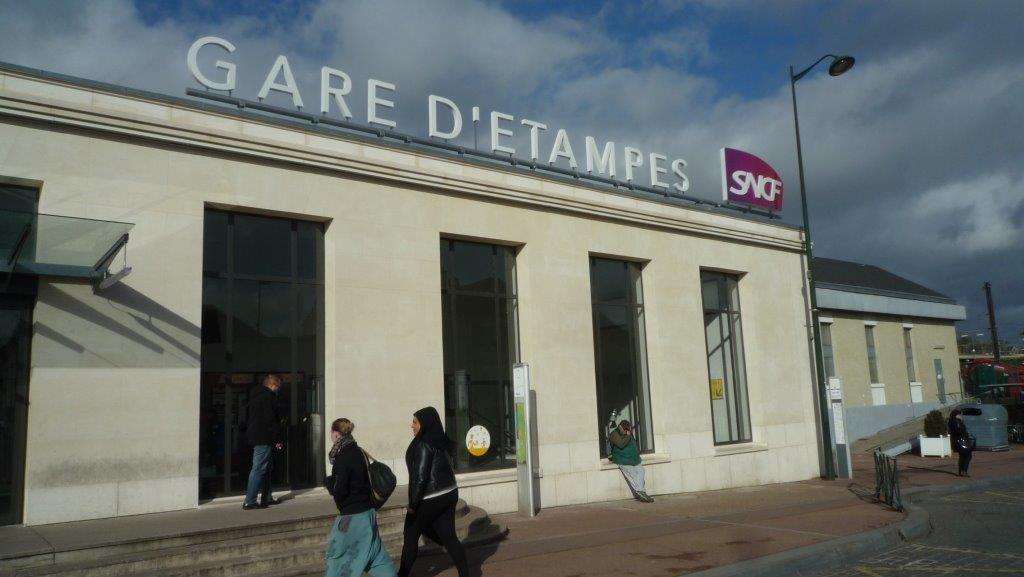Railway Station Etampes-sur-Marne France, Noyant 3