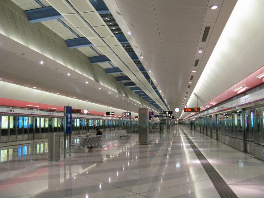 Long-Ping-Station-hong-kong-subway-Tarn-Silverstar